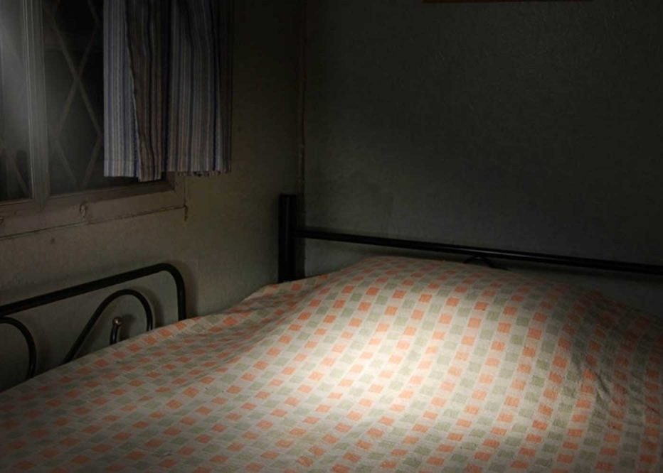 How does light affect sleep? Help your sleep with a pitch black room.